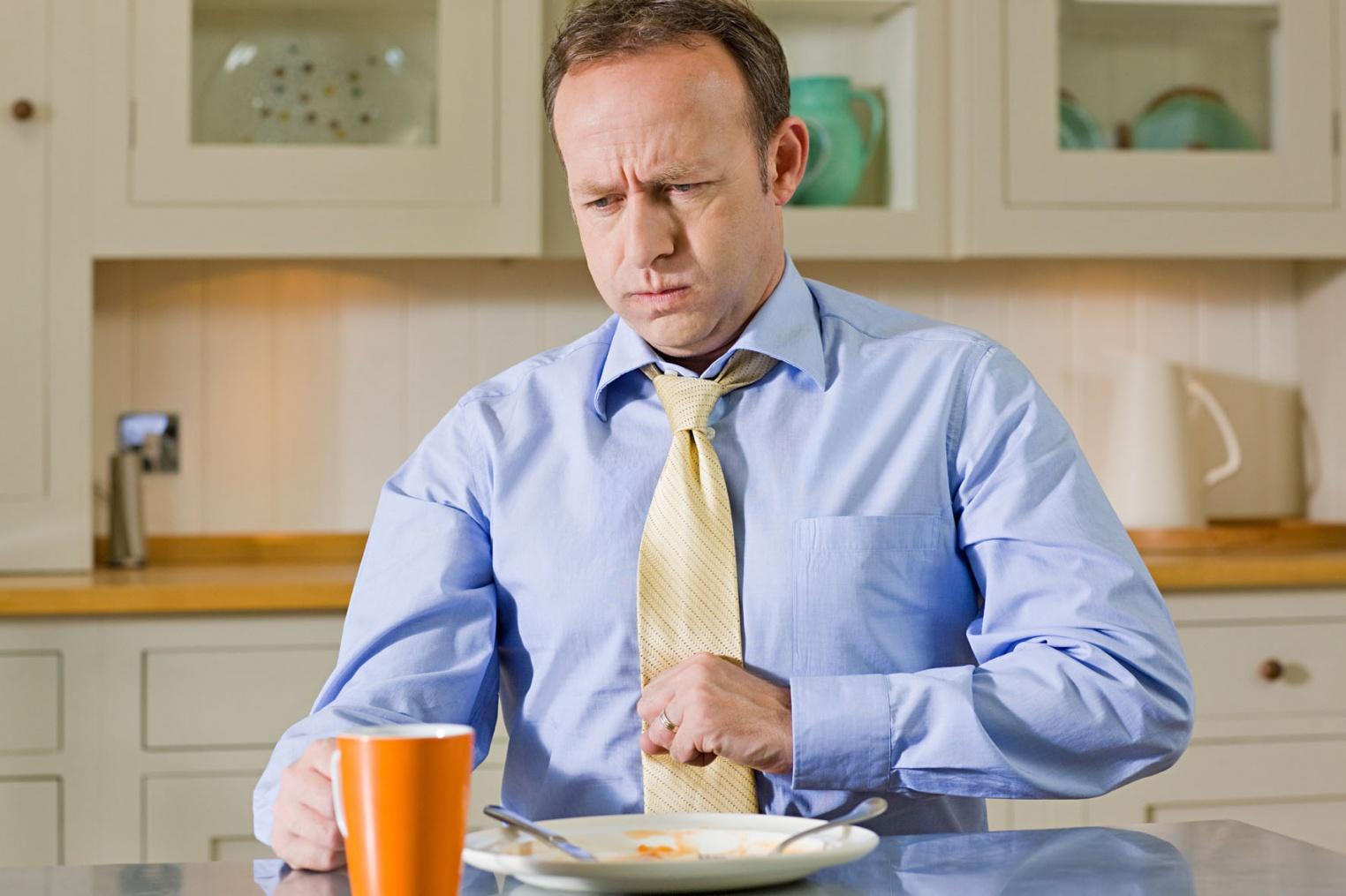 Какие напитки наиболее негативно влияют на желудок